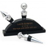 Engraved Wine Stoppers With Wine Stand